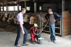 Ziegenfütterung generationsübergreifend